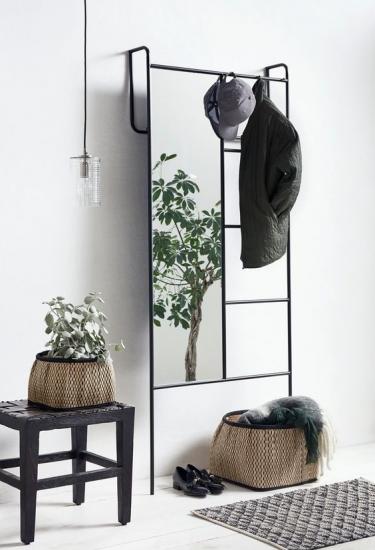 Recibidor minimal con espejo-colgador que incluye perchero oculto_de Mottma